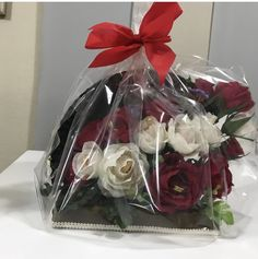 """Abanico floral """"Alicia"""" Chocolates, Gift Wrapping, Floral, Gifts, Someone Like You, Gift Wrapping Paper, Florals, Presents, Schokolade"""