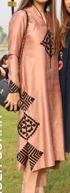 Source by noomak . Fancy Dress Design, Stylish Dress Designs, Designs For Dresses, Simple Kurta Designs, Kurta Designs Women, Pakistani Dresses Casual, Pakistani Dress Design, Embroidery Suits Design, Embroidery Fashion