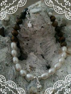 https://www.facebook.com/parelsenstrikjes  Mother daughter bracelet set De moeder armband uit de serie TO Armband Ricky  €20.95  Gemaakt van de tijgeroog kraal gecombineerd met sterling zilver en zoetwaterparels