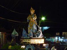 La diosa Baruna en una rotonda de la isla