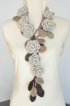 ROSA Beige Crochet Rose Lariat