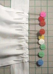 フリルエプロン(ワイシャツリメイク) 「パプペポ」着せ替え人形の手作り服の作り方 Sewing Doll Clothes, Sewing Dolls, Fairy Dolls, No Frills, Apron, Alice, Costumes, Patterns, Halloween