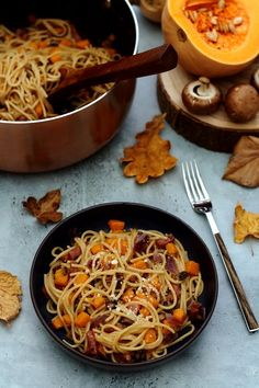 One pot pasta d& butternut, champignons, bacon et parmesan - Amandin. One pot autumn pasta: butternut, mushrooms, bacon and parmesan - Amandine Cooking Best Pasta Recipes, Easy Chicken Recipes, Crockpot Recipes, Shrimp Recipes, Vegetarian Chili Crock Pot, Vegetarian Recipes, Kids Cooking Recipes, Easy Cooking, Salads