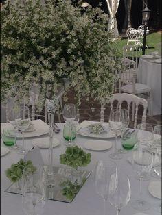 daisy flowers table