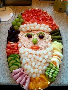 Getting smart with elegant christmas party table decorations ideas 29 – fugar Christmas Party Table, Christmas Snacks, Xmas Food, Christmas Appetizers, Christmas Cooking, Appetizers For Party, Christmas Christmas, Christmas Veggie Tray, Christmas Buffet