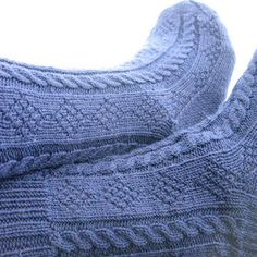 The textured ropes and diamonds make these great socks for men, but the pattern can easily be adapted for women. Free pattern ravelry - Filey by Ingleside Bell Knitting Socks, Hand Knitting, Knit Socks, Stitch Patterns, Knitting Patterns, Knitting Ideas, Little Cotton Rabbits, Cable Needle, Moss Stitch