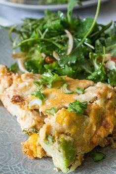 La frittata es una receta italiana muy parecida a nuestra tortilla y que se acaba en el horno, el queso ahumado scamorza junto con la coliflor hacen que este plato sea super sabroso