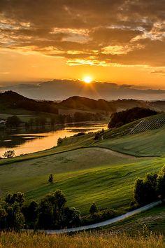 Beautiful sunset in Tuscany, Italy Landscape Photography, Nature Photography, Landscape Photos, Desert Landscape, Landscape Artwork, Travel Photography, Beautiful Sunrise, Nature Pictures, Beautiful Pictures