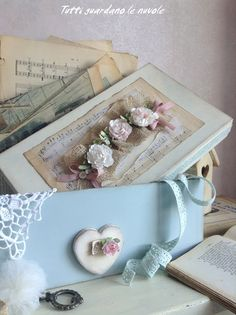 Tutti guardano le nuvole: Box with Paper Flowers