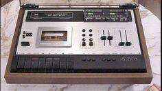 DUAL C 939 Autoreverse-Cassettedeck. Led VU meters. Dual Vierpol-Motor, 4/4-Spur Hartpermalloykopf, Autoreverse, Dolby FM & NR, Fade Edit, Limiter, getrennt regel-mischbare Eingänge. Baujahr 1977-1978
