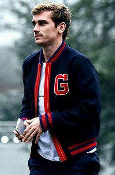 Why so hot 🔥🔥🔥🔥🔥🔥🔥 Antoine Griezmann, Football Love, Football Soccer, France National Football Team, Soccer Boyfriend, Pogba Manchester, Teaching Mens Fashion, Russia 2018, Sports Celebrities