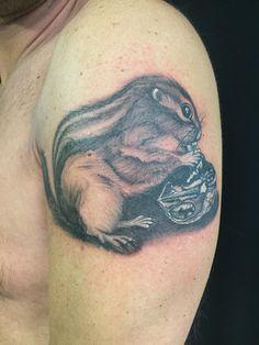 #squirrel #squirreltattoo #tattoo #tatuaggio #scoiattolo #scoiattolotattoo #blackandwhite #blackandwhitetattoo #wot #wottattoo #artka #artkatattoo #pinerolo #pinerolotattoo #tatuaggipinerolo #italy
