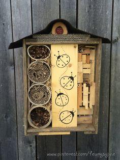 Abri pour les coccinelles bricolé avec les enfants. http://pinterest.com/fleurysylvie/mes-creas-pour-les-kids/