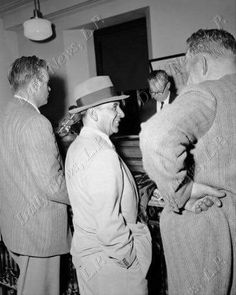 Meyer taken in for questioning over the Anastasia hit. Real Gangster, Mafia Gangster, Family Photo Album, Family Photos, Meyer Lansky, Arnold Rothstein, Albert Anastasia, Old Images, Stock Foto