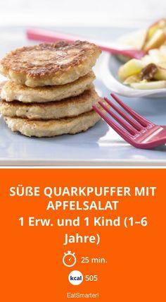 Süße Quarkpuffer mit Apfelsalat - 1 Erw. und 1 Kind (1–6 Jahre) - smarter - Kalorien: 505 Kcal - Zeit: 25 Min.   eatsmarter.de