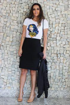 Look da Camis | Camila Gomes | Blog Sim, Senhorita |  Camisa Leeloo, Camiseta e saia Renner, Bolsa Adô, Scarpin Zara
