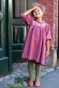 Dagens gratisoppskrift: Vilja | Strikkeoppskrift.com Kids And Parenting, Cold Shoulder Dress, Tulle, Skirts, Dresses, Design, Fashion, Threading, Kids