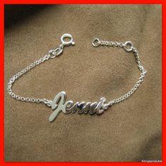 Eine schöne Geschenkidee zur #Einschulung mit bleibendem Wert. #Armband mit Namen. In Silber und Gold möglich.