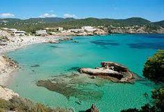 Cala Vadella schitterende kleine baai, ideaal voor kids met ondiepe, kristalhelder water.