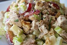 This classic CHICKEN WALDORF SALAD is all about the interesting combination of fruit, vegetable, nuts and chicken tossed in a tangy dressing. Bean Salad Recipes, Cucumber Recipes, Chicken Salad Recipes, Healthy Salad Recipes, Healthy Drinks, Delicious Recipes, Waldorf Salad Recipe Easy, Waldorf Chicken Salad, Avacodo Salad