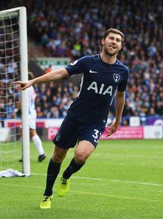 Ben Davies, Tottenham Hotspur Players, Huddersfield Town, Premier League Matches, North London, Pride, Sporty, Football, Running