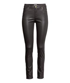 Sieh's dir an! 5-Pocket-Hose aus superstretchigem, gewaschenem Twill. Modell mit schmalem Bein und normaler Bundhöhe.  – Unter hm.com gibt's noch viel mehr.