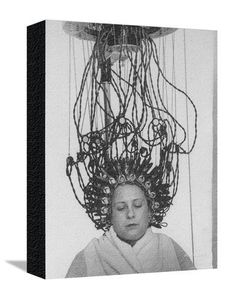 Woman at Hairdressing Salon Getting a Permanent Wave Stampa fotografica di Alfred Eisenstaedt su AllPosters.it