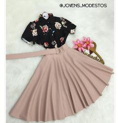 New moda jovem feminina fashion Ideas - Source by feminina jovem Cute Skirt Outfits, Cute Skirts, Chic Outfits, Pretty Outfits, Pretty Dresses, Beautiful Dresses, Dress Outfits, Girl Outfits, Dress Up
