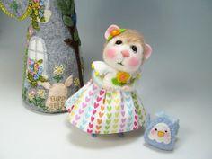Thumbelina a Needle Felted Mouse / Needle Felted Animal / Bluebird / Needle Felting / Wool Roving / Fiber Art / Sculpture / Wool Fleece
