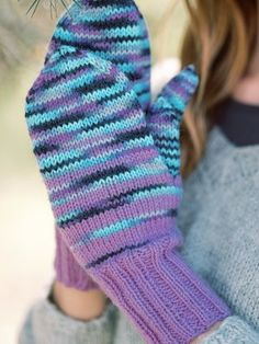 The basic mittens are knitted using the single-colour Novita 7 Veljestä and multi-coloured Novita 7 Veljestä Pohjola yarns, resulting in a fascinating knitted fabric. Knit Mittens, Mustard Yellow, Knitted Fabric, Fingerless Gloves, Rage, Arm Warmers, Knitting, Pattern, Yarns