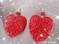 Orecchini in metallo con cuori in resina e perle brillantate, tutto in rosso. IDEA REGALO ECONOMICA, MA RAFFINATA!!!