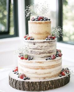 Wedding Cakes Transparent masking, dusted berries, babie's breath, exposed wood cake stand - 100 Wedding Cakes to spire you. The wedding cake is the showpiece of the wedding reception and the sharing of wedding cake remains as important today Wedding Cake Rustic, Rustic Cake, Berry Wedding Cake, Cake For Wedding, Summer Wedding Cakes, Wedding Cake Stands, Wedding Costs, Images Of Wedding Cakes, Homemade Wedding Cakes