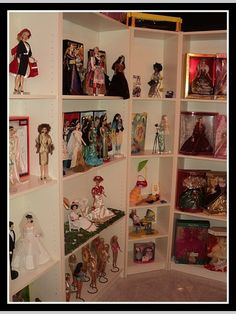 Doll Display, Display Shelves, Display Ideas, Barbie Room, Barbie House, Collection Displays, Barbie Diorama, Barbie Collector, Barbie World