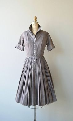 Vintage 1950s grey cotton shirtwaist dress with cuffed short sleeves, fitted waist and partially cartridge pleated skirt. --- M E A S U R E M E N T S --- fits like: small bust: 33-35 waist: 26 hip: free length: 42 brand/maker: condition: excellent to ensure a good fit, please read the sizing guide: http://www.etsy.com/shop/DearGolden/policy ✩ layaway is available for this item ✩ more vintage dresses ✩ http://www.etsy.com/shop/DearGolden?se...