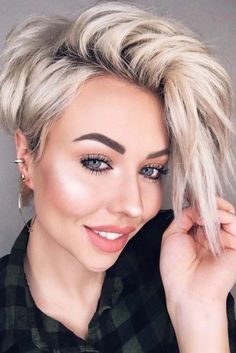 How to style the Pixie cut? Despite what we think of short cuts , it is possible to play with his hair and to style his Pixie cut as he pleases. Asymmetrical Pixie Haircut, Short Hair Cuts, Short Hair Styles, Pixie Cuts, Cute Pixie Haircuts, Short Hairstyles For Women, Cut Hairstyles, Edgy Pixie Hairstyles, Trending Haircuts