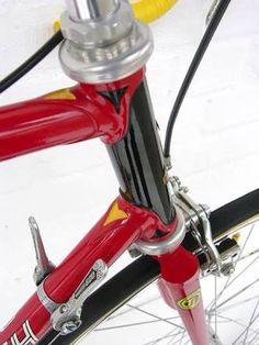 Late seventies Tour de France Retro Bicycle, Old Bicycle, Bicycle Parts, Old Bikes, Vintage Bicycles, Bicycle Garage, Raleigh Bikes, Titanium Bike, Classic Road Bike