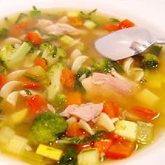 Potage aux légumes et poulet Belgian Cuisine, Belgian Food, My Favorite Food, Favorite Recipes, Plats Weight Watchers, Salad Recipes, Healthy Recipes, Rainbow Food, Thai Red Curry