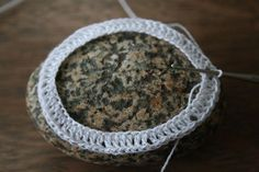 lace crochet on a rock - tutorial