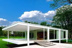 Ludwig Mies van der Rohe : The Farnsworth House built 1949-1951, Transformational Transparency, Photo by Mel Theobald