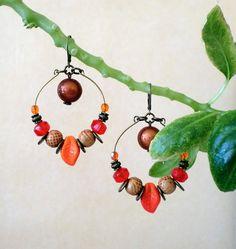 boucle d'oreille créole en métal bronze et perles : Boucles d'oreille par la-boite-a-jewelry