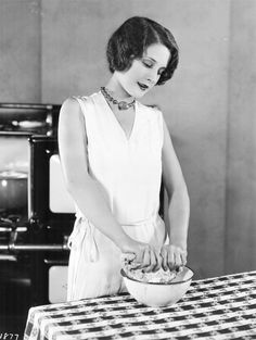 """missingaudrey: """" Norma Shearer shows you how to make Canadian Oatmeal Sticks. I remember Momma making oatmeal sticks and cookies back home in Westmont. Douglas, Athole and I would wait near the oven. Old Hollywood Stars, Golden Age Of Hollywood, Hollywood Glamour, Hollywood Actresses, Classic Hollywood, Hollywood Icons, Making Oatmeal, Norma Shearer, Art Deco Decor"""