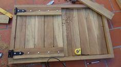 Hice una puerta de madera para la parrilla, pero obviamente sirve para cualquier abertura. Tamaño. 100 cm x 62 cm. Madera. Laurel o cualquier madera Semi Dura. 9 mts lineales de 9cm x 2,5 cm de espesor. Tornillos de 2 y 1/2 pulgadas. Bisagras....