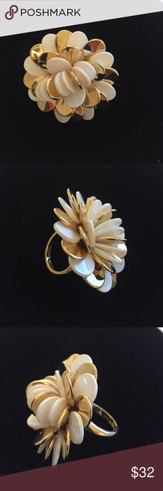 Kate spade white and gold flower ring Kate spade white and gold flower ring. Size 6 kate spade Jewelry Rings