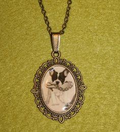 Romántico collar corto elaborado en bronce.Si quieres que lo haga con la foto de tu mascota contacta conmigo.