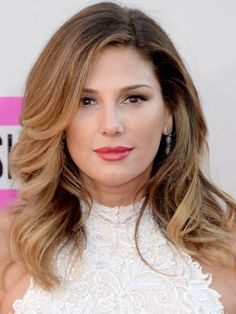 Daisy Fuentes at the 2013 American Music Awards: http://beautyeditor.ca/2013/11/25/american-music-awards-2013/