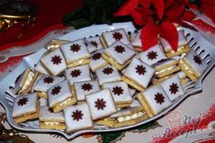 Mandlové čtverečky s likérovou polevou Christmas Sweets, Christmas Candy, Christmas Baking, Christmas Cookies, Biscotti Cookies, Desert Recipes, Graham Crackers, Recipe Box, Waffles