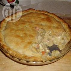 Creamy Chicken and Vegetable Pie. A simple and easy chicken pie recipe. A layer of shortcrust pastry covers a creamy chicken filling, made by combining cooked chicken with vegetables and soup. Chicken Pie Recipe Easy, Creamy Chicken Pie, Easy Pie Recipes, How To Cook Chicken, Chicken Recipes, Cooking Recipes, Cooked Chicken, Chicken Soup, Dinner Recipes