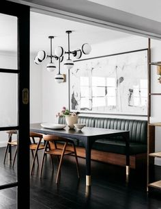 Get inspired by these dining room decor ideas! From dining room furniture ideas, dining room lighting inspirations and the best dining room decor inspirations, you'll find everything here! Dining Nook, Dining Room Lighting, Dining Room Design, Interior Design Kitchen, Modern Interior Design, Table Lighting, Lighting Ideas, Kitchen Lighting, Kitchen Lamps