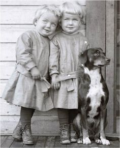Possible vintage random kids waiting to see circus angle? Little Twins on Wooden Porch w Dog Vintage Photo Print by maclancy Vintage Children Photos, Vintage Pictures, Old Pictures, Vintage Images, Antique Photos, Vintage Photographs, Les Enfants Sages, Vintage Illustration, Vintage Dog