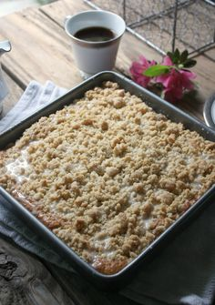 Your favorite banana bread is made into a coffee cake style treat. Your favorite banana bread is made into a coffee cake style treat. Banana Crumb Cake, Banana Coffee Cakes, Crumb Cakes, Banana Bars, Brunch Recipes, Sweet Recipes, Breakfast Recipes, Dinner Recipes, Breakfast Time
